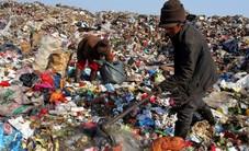 Trung Quốc ngừng nhập khẩu rác: Anh chật vật tìm kiếm thị trường