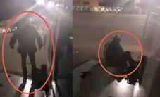 Hành khách nhảy ra khỏi máy bay bằng cửa thoát hiểm