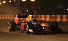 Màn trình diễn của tay đua huyền thoại David Coulthard với chiếc F1 trứ danh tại Hà Nội