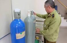 Hà Nội phát hiện và thu giữ hàng chục bình chứa khí cười N2O