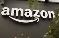 Amazon lần đầu đạt giá trị vốn hóa 900 tỷ USD