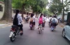Nguy cơ tai nạn giao thông khi trẻ đi xe đạp điện