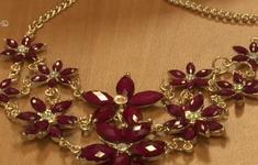 Mỹ: Kim loại độc hại được tìm thấy trong nữ trang