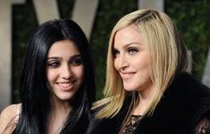 Madonna bị con gái chê mặc xấu