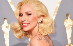 Lady Gaga bất ngờ công bố đã đính hôn