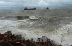 Các vùng biển phía Nam nằm trong vùng mây dày, có mưa rào nặng hạt