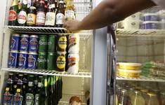 Malaysia tăng độ tuổi tối thiểu được mua đồ uống có cồn