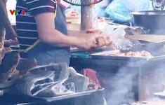 Ý thức dùng găng tay bán đồ ăn chín chưa thực sự nghiêm túc
