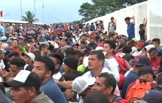 Đoàn người tị nạn bắt đầu đổ bộ Mexico