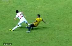 VIDEO: Cận cảnh pha vào bóng gây chấn thương kinh hoàng của cầu thủ U19 Malaysia