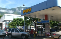 """Thiếu hụt xăng ở """"vương quốc dầu lửa"""" Venezuela"""