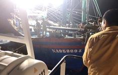 Cứu 10 ngư dân gặp nạn tại khu vực đường biên giới trên biển