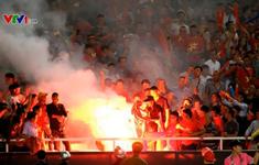 Pháo sáng - Nỗi xấu hổ chung của bóng đá Việt Nam