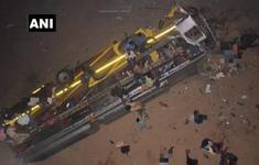 Ấn Độ: Xe khách rơi khỏi cầu, 61 người thương vong