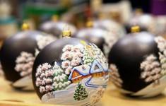 Không khí nhộn nhịp tại các xưởng sản xuất đồ trang trí năm mới ở Nga