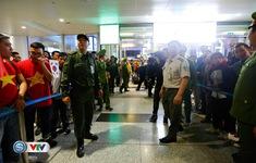 VIDEO: An ninh sân bay Nội Bài thắt chặt để chờ đón ĐT Việt Nam