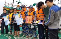 Cảnh sát biển giải cứu thanh công 6 ngư dân gặp nạn trên biển