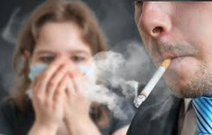 Hút thuốc thụ động có thể gây vô sinh ở nữ giới