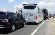 Ùn tắc nghiêm trọng tại trạm BOT Ninh Lộc, Khánh Hòa