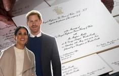 Nhận được thiệp mời cưới Hoàng gia, người dân Anh bất ngờ và vui mừng