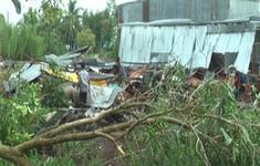 Bạc Liêu: Mưa lớn kèm lốc xoáy làm sập và tốc mái 45 căn nhà