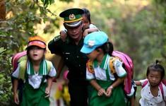 Thầy giáo mang quân hàm xanh và lớp học đặc biệt trên đảo Hòn Chuối