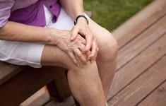 Đau đầu gối có thể dẫn đến trầm cảm ở người già