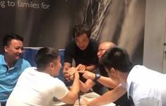 HLV Park Hang Seo thất bại khi... vật tay với bác sỹ tuyển U23 Việt Nam