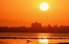 Nắng nóng kéo dài ảnh hưởng tới đời sống dân sinh