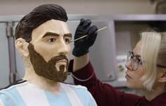 Độc đáo tượng Messi bằng chocolate to như người thật