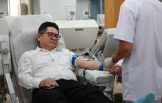 Người đàn ông nước ngoài hiến máu hiếm cứu bệnh nhi ung thư