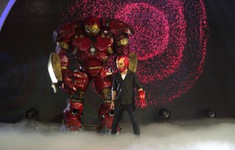 """Iron Man khổng lồ xuất hiện trên sân khấu """"Ảo thuật siêu phàm"""""""