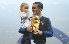 Vô địch FIFA World Cup™ 2018, người hùng chung kết muốn về ăn mừng với vợ con
