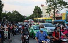 Cửa vào bến xe Miền Đông (TP.HCM) ùn tắc do tai nạn