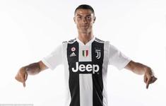 Ronaldo ra mắt Juventus với chiếc áo số 7 quen thuộc