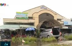 Hậu Giang: Tiểu thương đóng cửa sạp hàng vì chợ ngập nước nặng