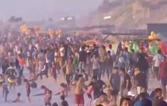 Tắm biển ô nhiễm - tình cảnh khốn khổ của người dân Gaza ngày nắng nóng