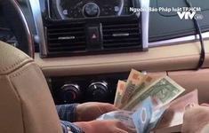 Tài xế taxi dù đánh tráo tiền của khách nước ngoài