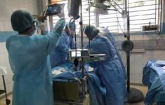 Bác sĩ 2 bệnh viện phối hợp mổ bắt con cho sản phụ mắc cúm A/H1N1