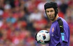 Arsenal sẵn sàng để Cech trở lại Chelsea