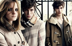 Burberry tự đốt hết quần áo và mỹ phẩm tồn kho của mình