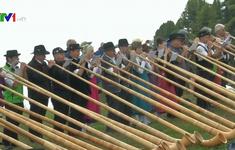 Thú vị cuộc thi thổi kèn gỗ truyền thống ở Thụy Sĩ