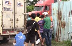 Phụ xe 16 tuổi bị xe container đè chết trong bãi