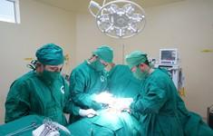 Phẫu thuật ung thư cổ tử cung cho bệnh nhân nữ trẻ tuổi