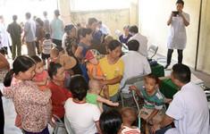 Khám cấp thuốc miễn phí cho 800 người dân vùng lũ lụt ở Nghệ An