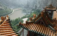 Bí ẩn về ngôi chùa chênh vênh trên vách đá hơn 1500 năm