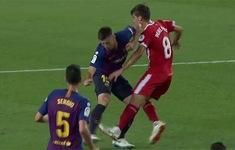 """""""Gạt tay trúng má"""", sao Barca được đồng nghiệp nói đỡ"""