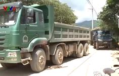 Dân khổ vì đất đá bụi đường