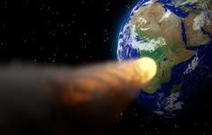 Tại sao bề mặt Mặt trăng có hố lớn còn Trái đất thì không?