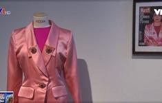 Trưng bày trang phục sắp đấu giá của ngôi sao điện ảnh Pháp Catherine Deneuve